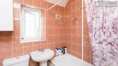 Double Bedroom (Room 4) - 5-Bedroom house with garden near White City