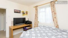 Rooms available - 5-Bedroom house with garden near White City