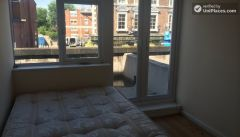 Double Bedroom (Room D) - 5-Bedroom house located right next to Weavers Fields park in Bethnall Green