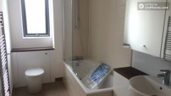 Double Bedroom (Room C) - Peaceful 4-bedroom apartment near green Seven Sisters