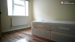 Single Bedroom (Room E) - Bright 5-bedroom apartment in redeveloped Shadwell