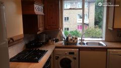 Double Bedroom (Room B) - Bright 3-bedroom apartment in residential Maida Vale