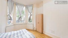 Double Bedroom (Room 1) - Refurbished 3-Bedroom