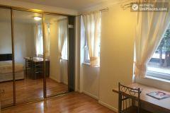 Single Bedroom (Room B) - Cool 4-bedroom apartment in green Millwall