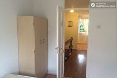 Double Bedroom (Room D) - Cool 4-bedroom apartment in green Millwall