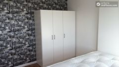 Single Bedroom (Room A) - Elegant 3-bedroom apartment next to the Royal Docks