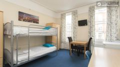 Rooms available - Remarkable 3-bedroom apartment in a student residence in Earl's Court