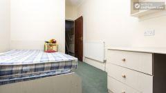 Double Bedroom (Room 1) - Charming 6-bedroom house in Headingley, Leeds