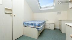 Double Bedroom (Room 2) - Charming 6-bedroom house in Headingley, Leeds