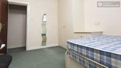 Double Bedroom (Room 4) - Charming 6-bedroom house in Headingley, Leeds