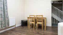 Double Bedroom (Room 6) - Charming 6-bedroom house in Headingley, Leeds