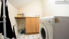 Double Bedroom (Room 4) - Stylish 5-bedroom house in Headingley, Leeds