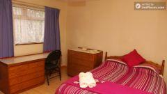 Double Bedroom (Room 1) - Comfortable 3-Bedroom