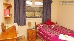 Double Bedroom (Room 3) - Comfortable 3-Bedroom