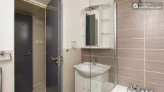 Double Ensuite Bedroom (Room 2A) - Cosy 2-Bedroo