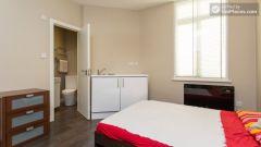 Double Bedroom (Room 2B) - Cosy 2-Bedroom Apartm