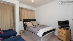 Rooms available - Nice 2-bedroom apartment in the Notting Hill area