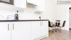 Premium Triple Bed Apartment - Modern Residence in Popular Bloomsbury