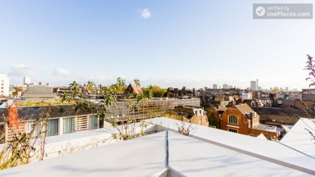 Deluxe Studio - Colourful Studios with a Roof Terrace in Cool Camden Town 4 Image