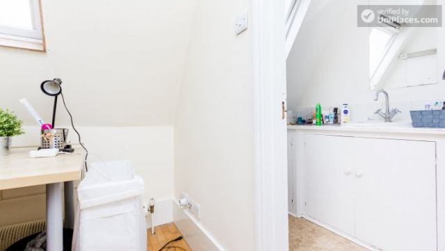 Rooms available - Bright 5-bedroom house in busy West Brompton 9 Image