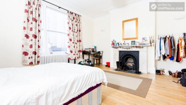 Rooms available - Bright 5-bedroom house in busy West Brompton 7 Image