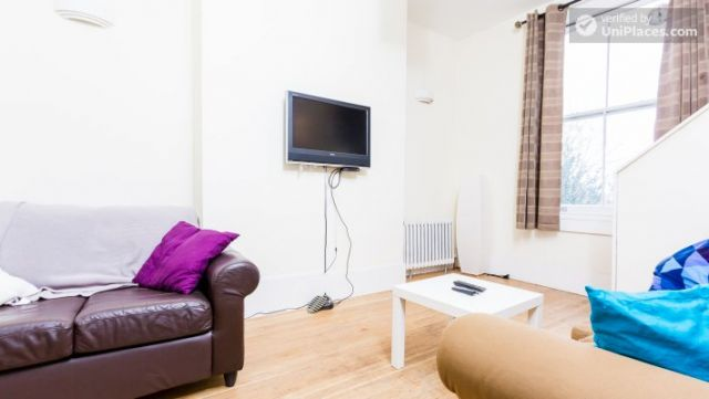 Rooms available - Bright 5-bedroom house in busy West Brompton 8 Image