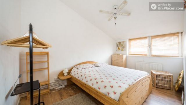 Single Bedroom (Room 4) - 4-Bedroom Apartment in Multicultural Brixton 11 Image