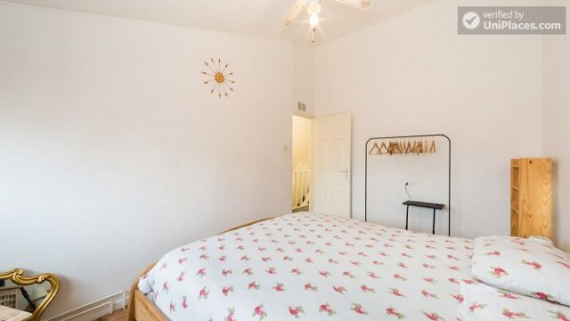 Single Bedroom (Room 4) - 4-Bedroom Apartment in Multicultural Brixton 4 Image