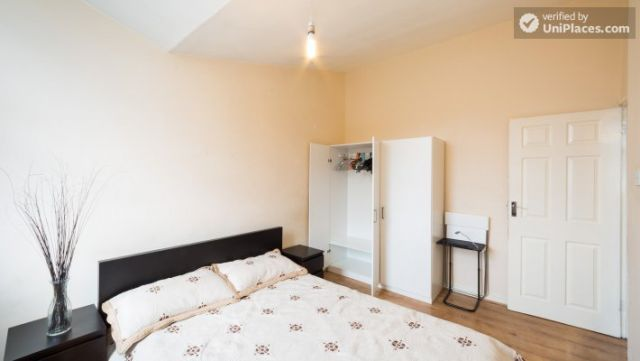 Single Bedroom (Room 4) - 4-Bedroom Apartment in Multicultural Brixton 10 Image