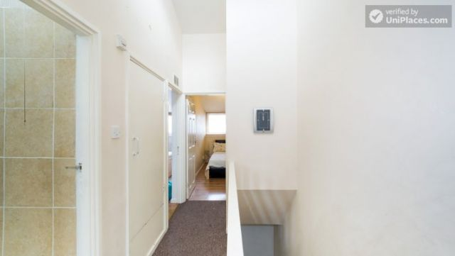 Single Bedroom (Room 4) - 4-Bedroom Apartment in Multicultural Brixton 3 Image