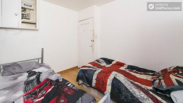 Bunk Bedroom (Room 202) - Bed 1 - Large 6-Bedroom House in Calm West Ham 10 Image
