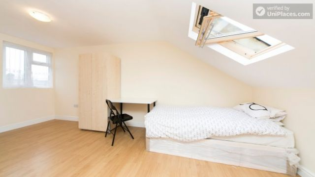 Single Bedroom (Room 302) - Bright Apartment in Residential Leyton Area 11 Image