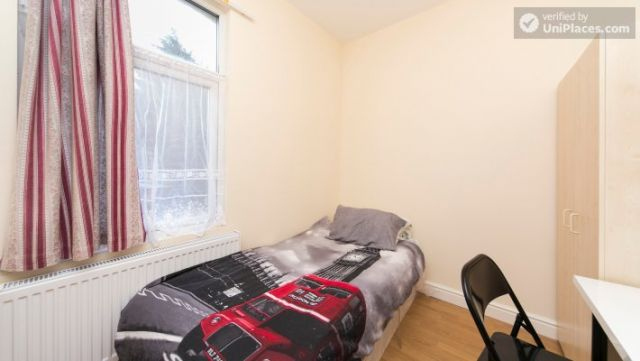 Single Bedroom (Room 302) - Bright Apartment in Residential Leyton Area 6 Image