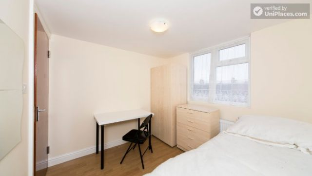 Single Bedroom (Room 302) - Bright Apartment in Residential Leyton Area 3 Image