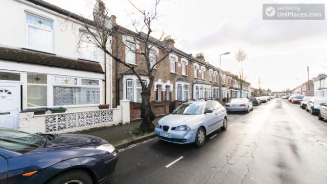 Single Bedroom (Room 302) - Bright Apartment in Residential Leyton Area 4 Image
