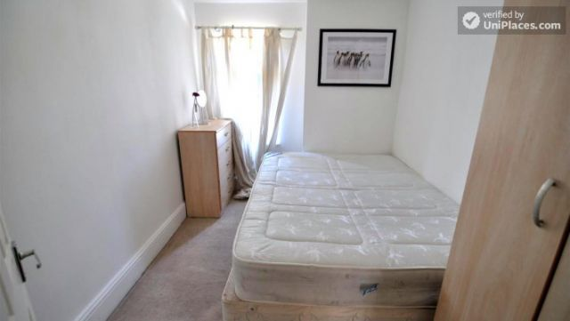 Double Bedroom (Room A) - Pleasant 4-Bedroom house in Mile End 10 Image