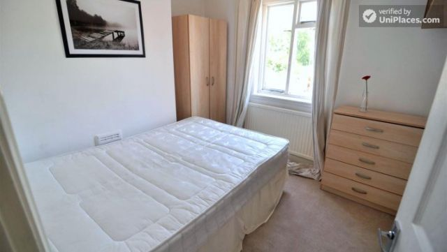 Rooms available - Pleasant 4-Bedroom house in Mile End 4 Image