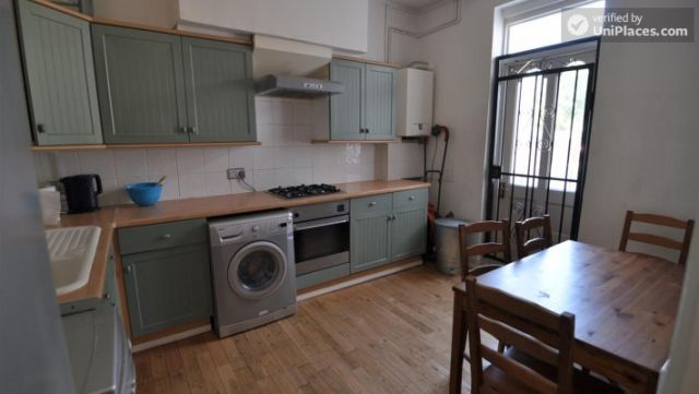 Rooms available - Pleasant 4-Bedroom house in Mile End 9 Image