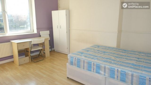 Single Bedroom (Room D) - 4-Bedroom apartment in vibrant Bethnal Green 6 Image