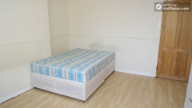 Single Bedroom (Room D) - 4-Bedroom apartment in vibrant Bethnal Green 5 Image