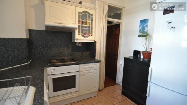 Rooms available - 4-bedroom house in cool Bethnal Green 3 Image