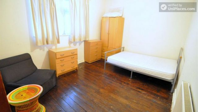 Rooms available - 4-bedroom house in cool Bethnal Green 12 Image