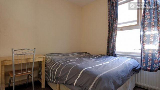 Twin Bedroom (Room E) - 6-bedroom apartment in calm West Kilburn 3 Image