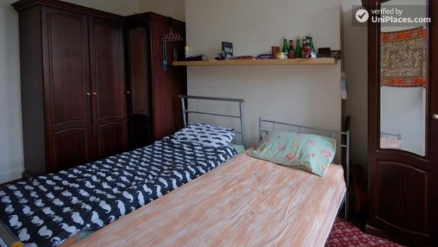 Twin Bedroom (Room E) - 6-bedroom apartment in calm West Kilburn 11 Image