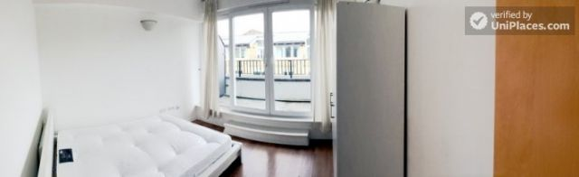 Double Bedroom (Room B) - Bright 3-Bedroom apartment in the Royal Docks 10 Image