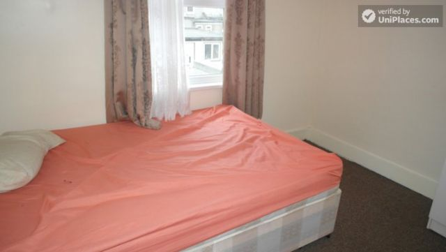 Single Bedroom (Room A) - Spacious 5-bedroom house with a garden, near Woodgrange Park 6 Image