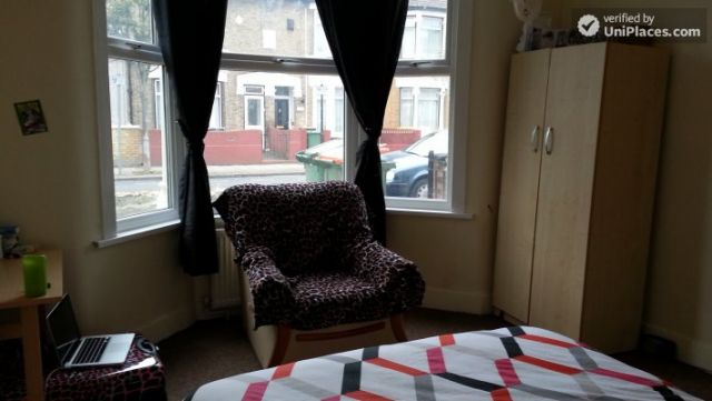 Single Bedroom (Room A) - Spacious 5-bedroom house with a garden, near Woodgrange Park 10 Image