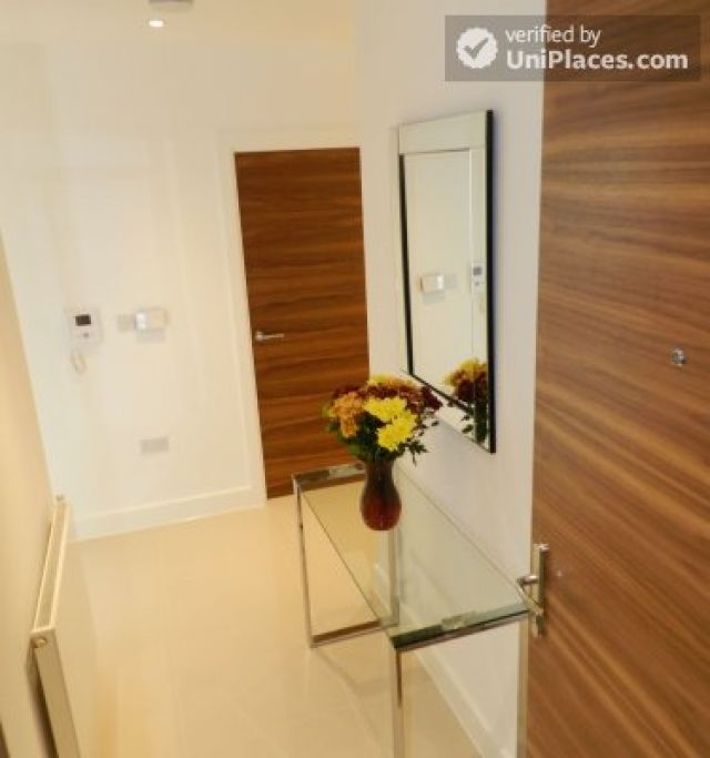 Rooms available - Modern 2-bedroom apartment by Deptford Creek in Greenwich 3 Image
