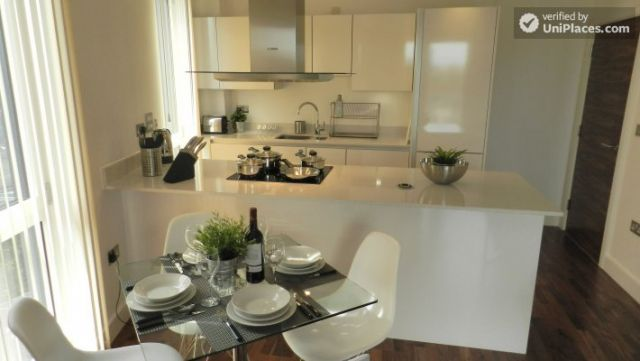 Rooms available - Modern 2-bedroom apartment by Deptford Creek in Greenwich 5 Image