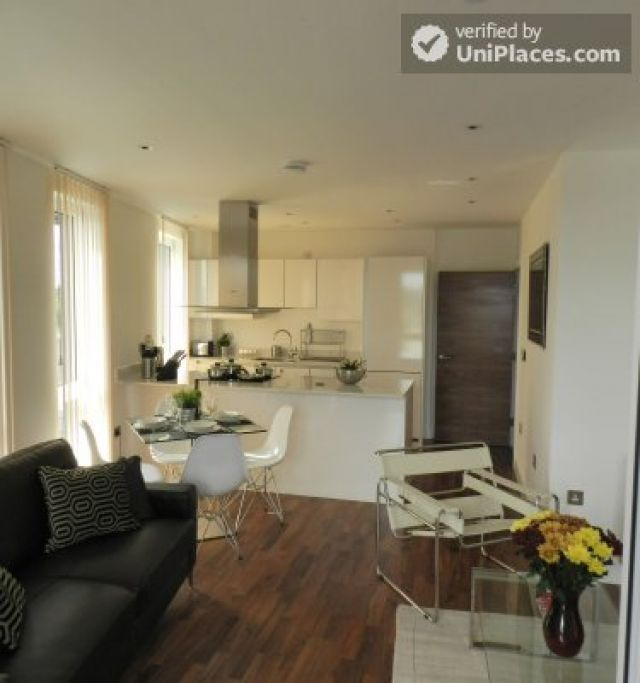 Rooms available - Modern 2-bedroom apartment by Deptford Creek in Greenwich 7 Image